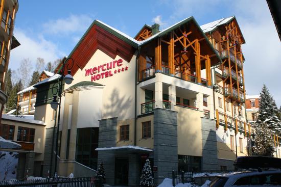 Mercure Krynica Zdroj Resort & Spa: Отель состоит из двух корпусов, соединенных переходом