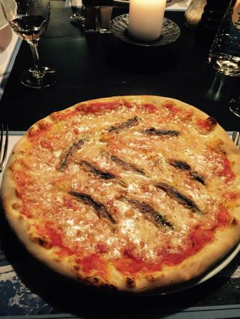 Aubergine Restaurant: Pizza with anchovies