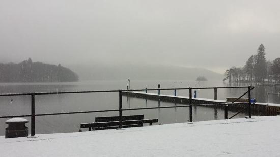 Eastbourne Guest House: lake windermere on a snowy sunday morning