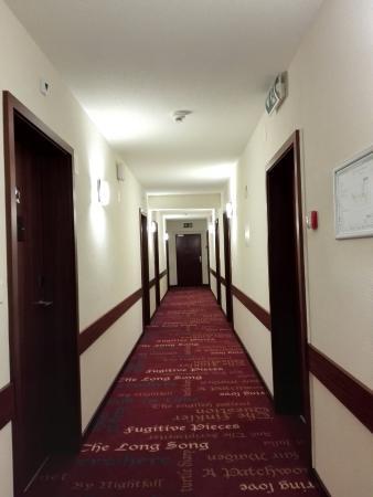 Hotel des Inventions: Couloir