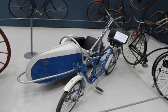 Danish Museum of Science and Technology: Sofa Cykel, bygget af Holger Madsen