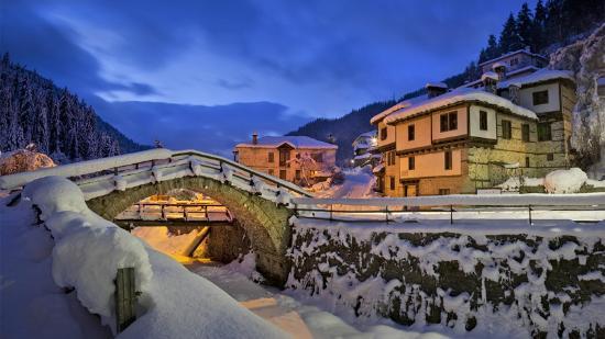 Snowcamp Bulgaria: Shiroka Lyka remarkable architecture - the Stone Bridge