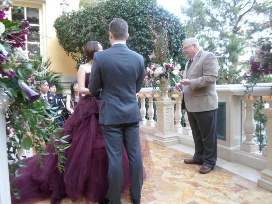 Bride And Groom Picture Of Bellagio Wedding Chapels Las Vegas