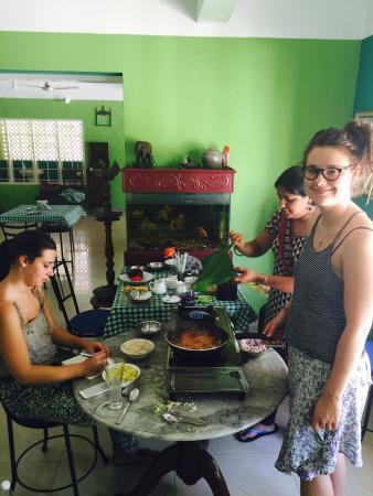 Casa Linda : The girls cooking up a storm