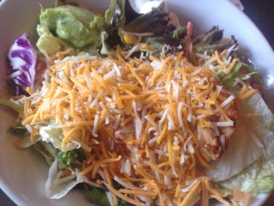 Village Bar & Grill: Chicken Fajita Salad
