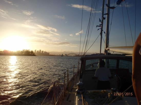 North Ryde, Australië: Sydney Harbour at sunset aboard the Katrina