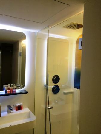 Cuarto de baño - Picture of Hotel Odyssey by Elegancia, Paris ...