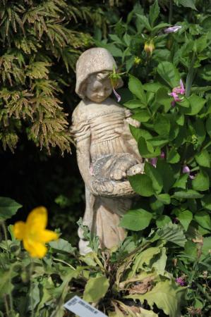 Bay-view Homestay Kaikoura: Little garden statute