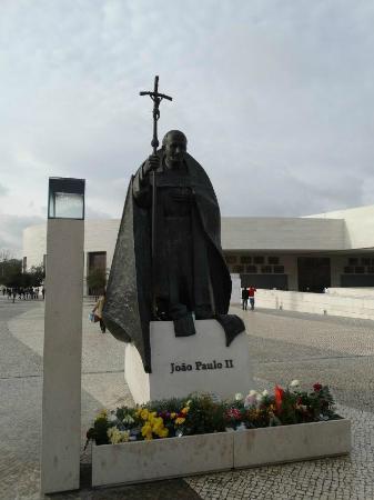 Dom Goncalo Hotel & Spa: Estatua do Papa JPII