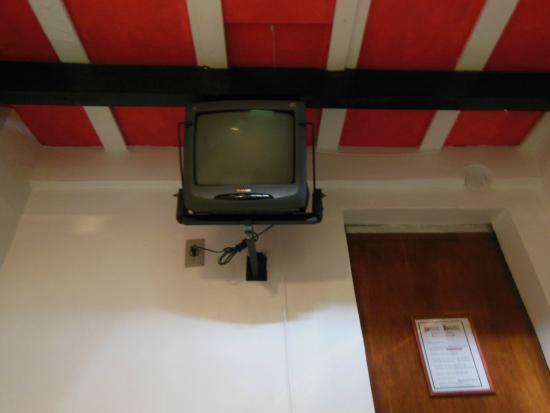 """Casa da Pedra: TV de 14"""" (canais abertos) - quarto 13"""