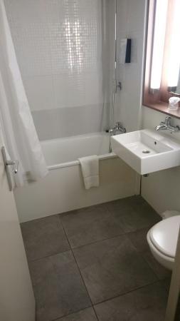 Campanile Chartres: Salle de bains