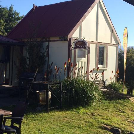 Tophouse Historic Guesthouse Cafe & Bar : NZ's smallest pub