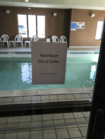 Days Inn & Suites Carbondale: Pool out of order.