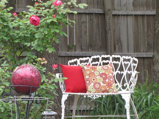 The Rose Garden Cottage Bed U0026 Breakfast: Antique Garden Bench Near The Rose  Garden