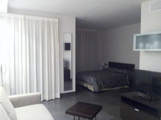 Apartamentos Turisticos Archybal: Habitación con cama de 1.50
