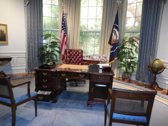 george bush oval office. George Bush Presidential Library And Museum: Replica Of The Oval Office