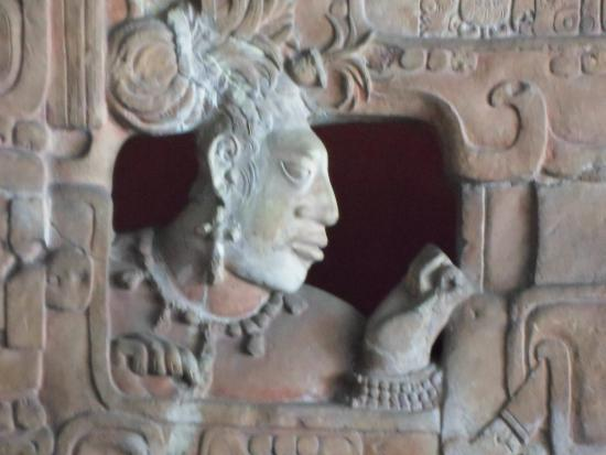 National Museum of Archaeology and Ethnology: detalle trono