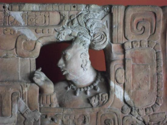 National Museum of Archaeology and Ethnology: detalle trono 1