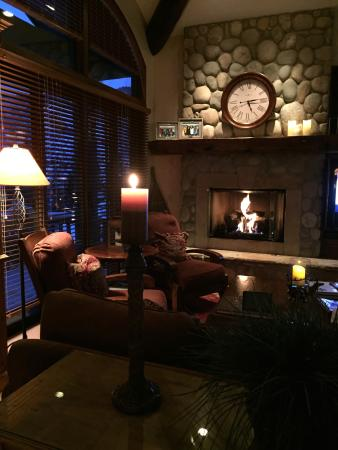 Vail Residences at Hotel Talisa: Chilling in the Family Room