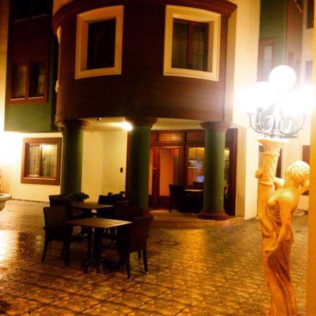 Cesmeli Kosk: Hotel entrance