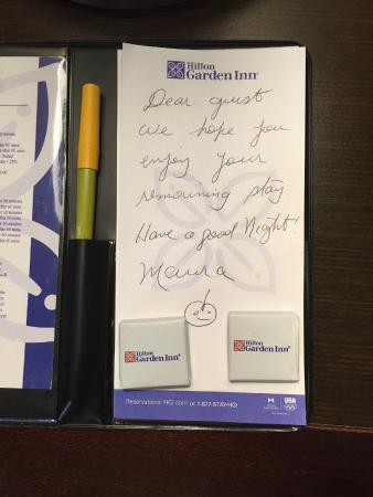Hilton Garden Inn New York/Tribeca : Nice touch: a hand-written welcome note on bedside table