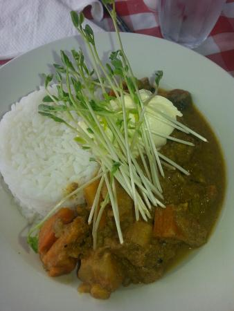 Bushman's Bar and Cafe : Lamb curry for breakfast :p just because I can. The cost was reasonable at $15 Aus.