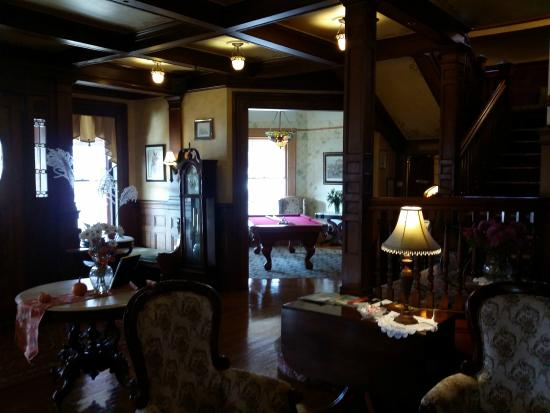 Union Gables Mansion Inn: Entryway and billiard room
