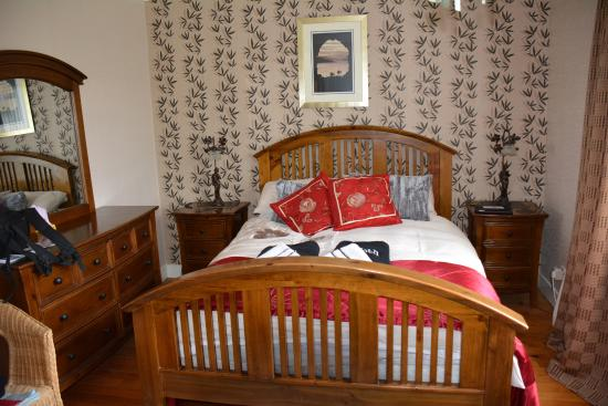 The Cuillins: The main bedroom which is comfortable.