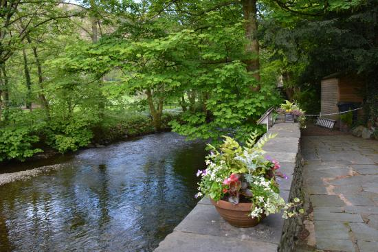 Beck Allans Guest House : The river flowing past the guesthouse.