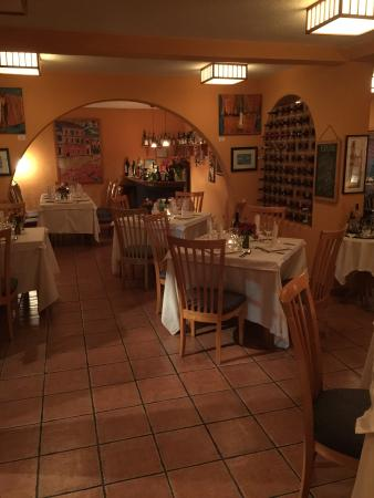 Chez Alex : Elegant, warm and friendly atmosphere