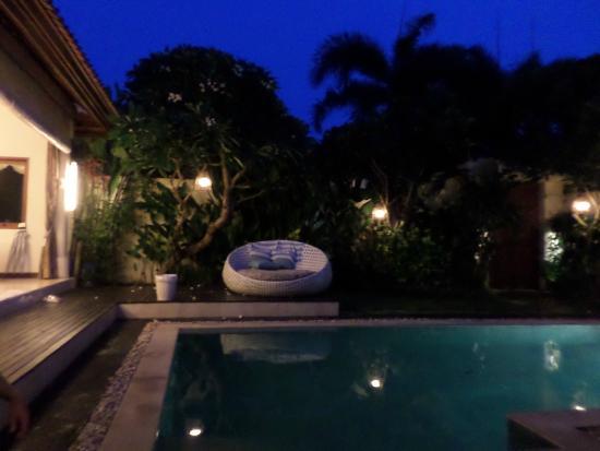 4S Villas at Seminyak Square: Night pool