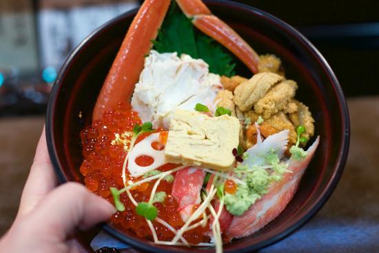 Yamasan: Crab, uni and ikura donburi