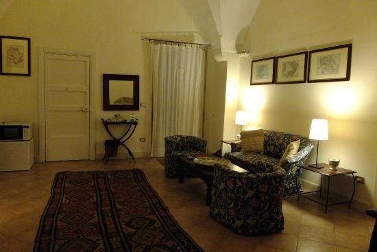 B&B Palazzo Bernardini : zona divano all'ingresso della suite