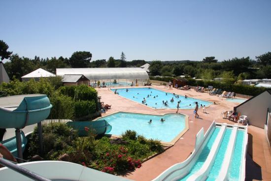 2 piscines chauff es dont une couverte toboggans for Prix d une piscine couverte