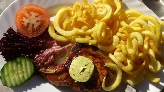 Hooters Interlaken: Interlaken - Hooters - pork chops & curly fries