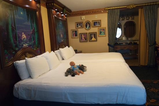 Disney S Port Orleans Resort Riverside Princess Tiana Room Bed