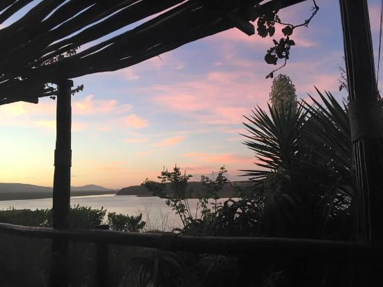 Mudlark River Front Lodge: This doesn't capture the beauty of the sunsets