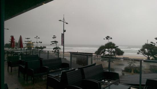 Surfers Paradise Surf Life Saving Club: Balcony view in bad weather