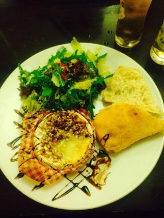Three Cups Inn: My lovely Camembert salad ��