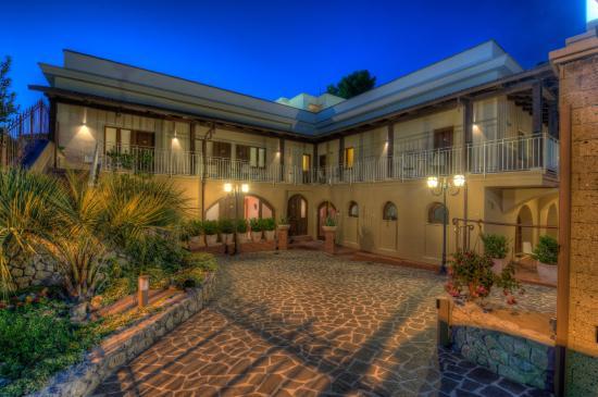 Villa Diomede: Facciata Hotel