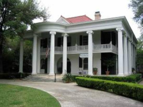 Belle Oaks Inn: Belle Oaks Magnificent Entrance