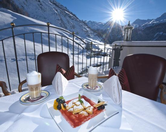 Hotel Alpenhof Hintertux: Terrasse mit Gletscherblick