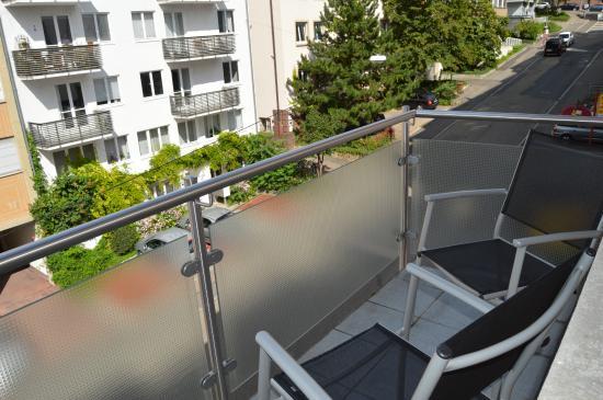 City Hotel: Balcón de la habitación