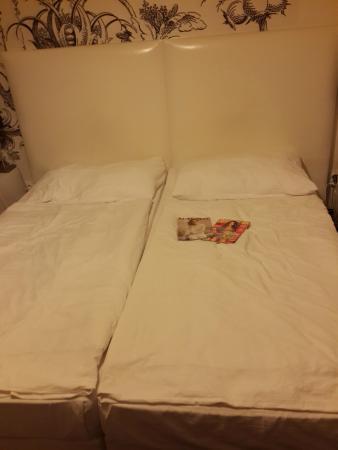 Apollon: Фото с телефона Samsung Galaxy S4:  кровать - 2 односпальные вместе, что абсолютно не мешает))