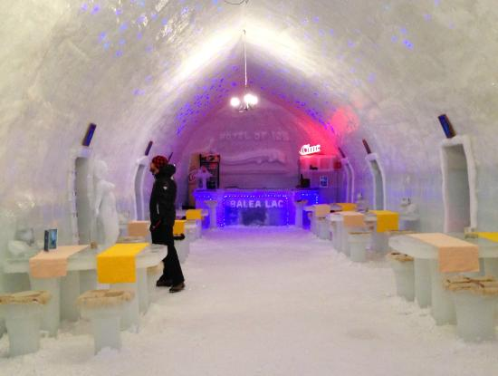Ice Hotel Romania: restaurant and bar