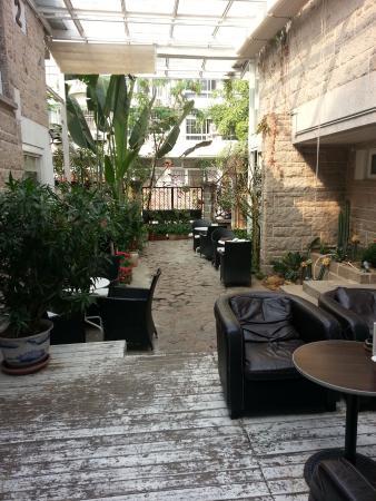 No.6 Crystal Garden Hotel: garden view