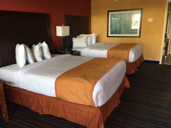 Coco Key Hotel and Water Park Resort : wygodne łóżka