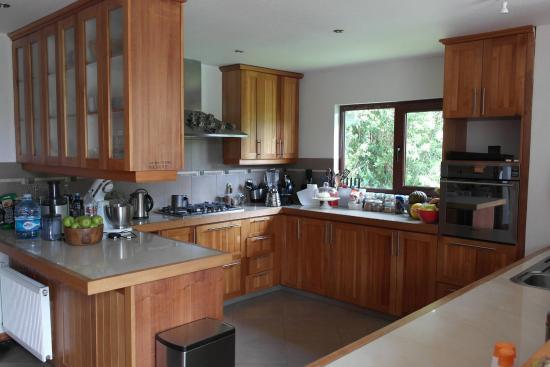 Casita del rio guesthouse reviews puerto varas chile for Cocinas completas