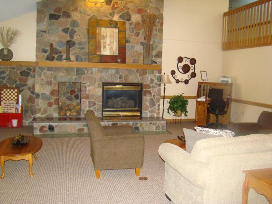 Boarders Inn & Suites Faribault, MN : Lobby