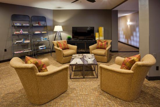 GrandStay Hotel & Suites La Crosse: Hotel Lobby
